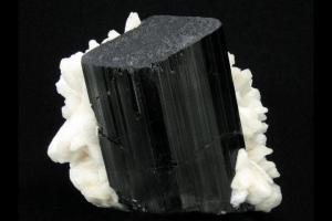 piedra turmalina negra propiedades, o turmanila negra, turmalina negra.